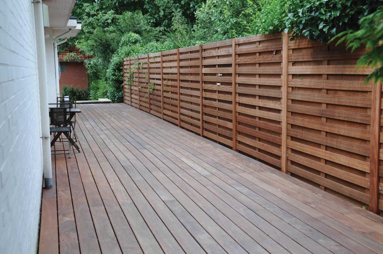 Bangkirai für die Terrasse und als Sichtblende   Holz Roeren GmbH
