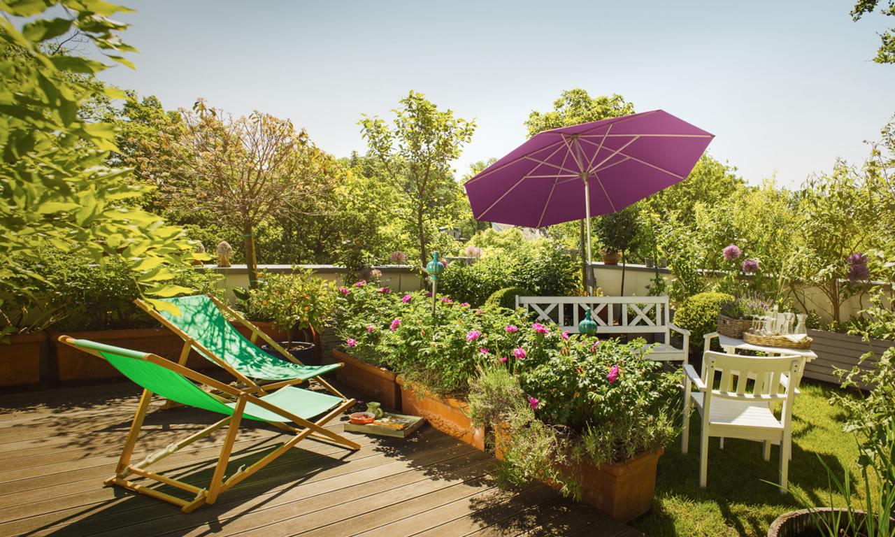 Mit Sonnenschirmen von Holz Roeren den Sommer genießen!