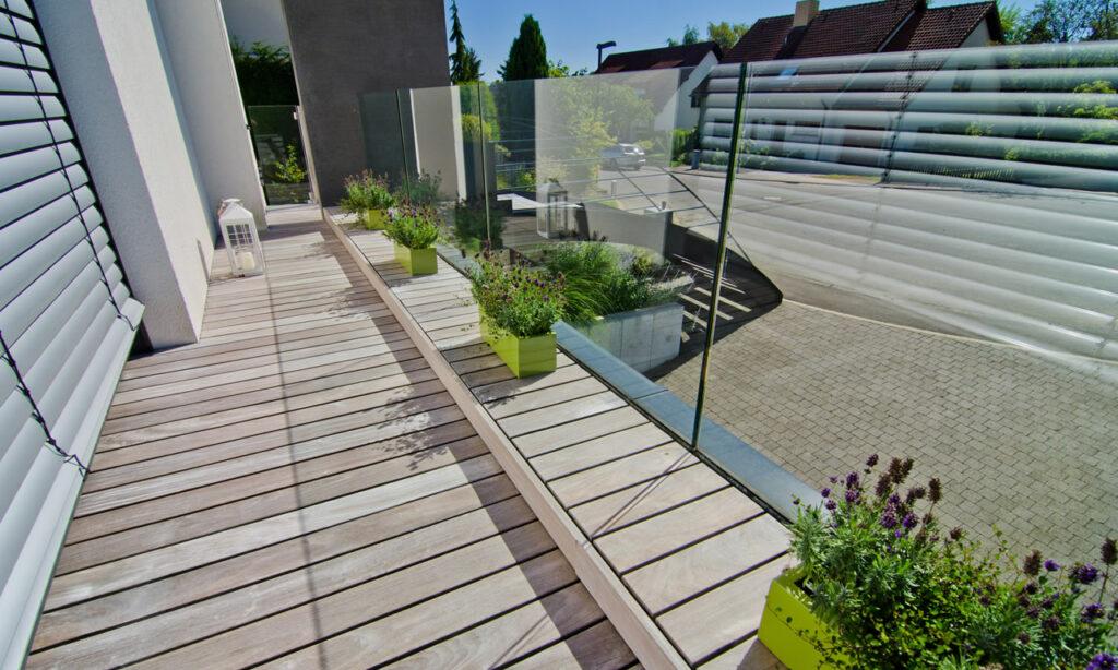 entdecken sie die vorteile unserer holz terrassen holz roeren gmbh in krefeld. Black Bedroom Furniture Sets. Home Design Ideas